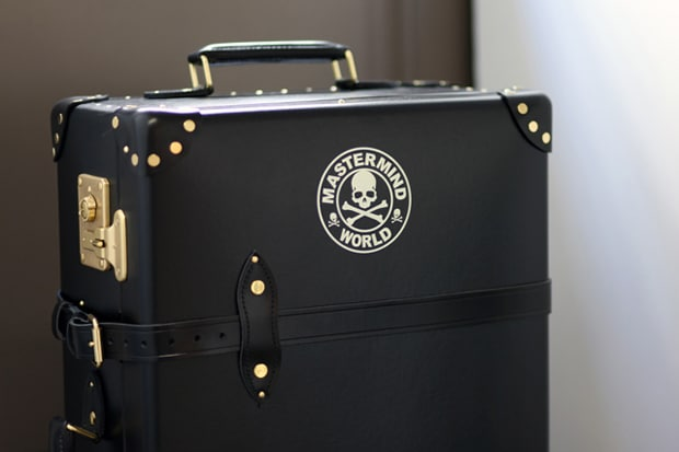 I really want a collection of black Trunk Luggage